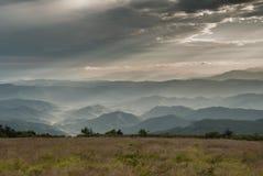 La neblina de la mañana en redondo se queda calvo Fotos de archivo