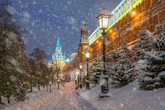 La neige aux murs de Moscou Kremlin Images stock