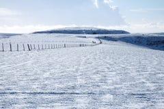 La neige blanche a couvert le bâti Caburn, Lewes, East Sussex, Royaume-Uni photographie stock
