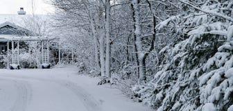La neige a couvert à la maison Image libre de droits