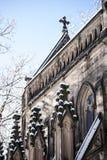 La neige a couvert la chapelle gothique - cimetière de verger de ressort - Cincinnati, Ohio photographie stock