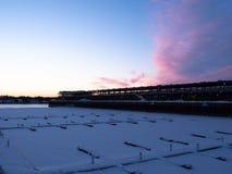 La neige a couvert des docks au vieux port à Montréal photographie stock libre de droits