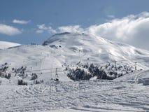 La neige a couvert des montagnes Image stock