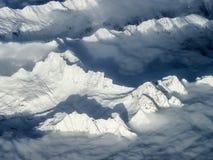 La neige a couvert des montagnes aux Alpes Photo libre de droits