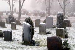 La neige a couvert des tombes Photographie stock libre de droits