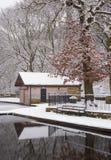 La neige a couvert la hutte de bateau Image libre de droits