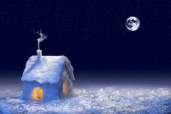 La neige a couvert la maison photos stock