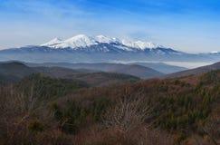 La neige a couvert la montagne Photo stock