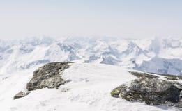 La neige a couvert la roche de Mountain View dans le dos photos libres de droits