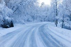 La neige a couvert la route Photos libres de droits