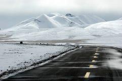 La neige a couvert la route du Thibet Photo stock