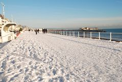 La neige a couvert le bord de mer, St.Leonards-on-Sea Images libres de droits