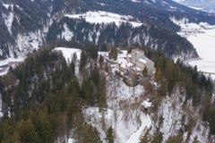 La neige a couvert le château d'Itter, Autriche pendant l'hiver photographie stock