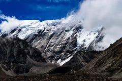 La neige a couvert le circuit d'Annapurna images libres de droits