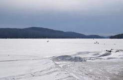 La neige a couvert le lac mountain Image stock