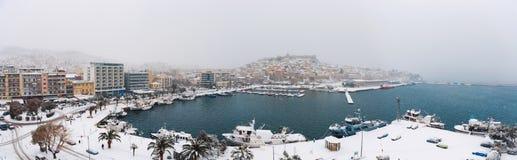 La neige a couvert le panorama de ville Images libres de droits