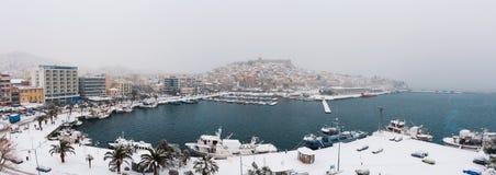 La neige a couvert le panorama de ville Image stock