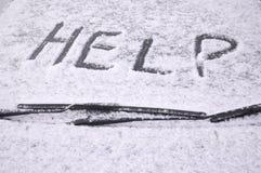 La neige a couvert le pare-brise de véhicule Images stock