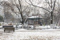 La neige a couvert le pavillon photographie stock