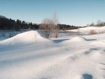 La neige a couvert le paysage d'hivers Photographie stock