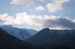 La neige a couvert le paysage de montagne à la tête de Strathconnon Photo stock