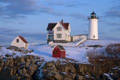 La neige a couvert le phare en Maine During Holidays Images libres de droits