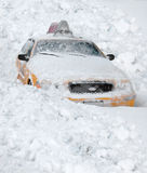 La neige a couvert le taxi de New York City Photo stock