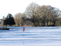 La neige a couvert le terrain de golf d'alerte, terrain communal de Chorleywood photos stock