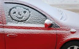 La neige a couvert le véhicule photo libre de droits