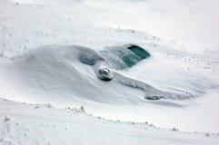 La neige a couvert le véhicule Images libres de droits