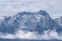 La neige a couvert la montagne remarquable du Nouvelle-Zélande photos libres de droits