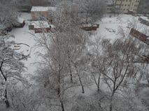 La neige de texture est tombée sur la rue blanche image libre de droits
