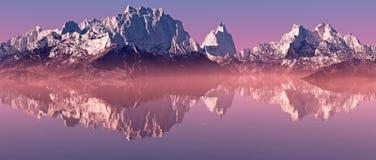 La neige fait une pointe le paysage de montagne avec le lac brumeux au lever de soleil illustration stock