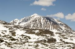 La neige massive a couvert la montagne en Alaska Image stock