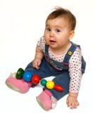 La neonata ha giocato con il giocattolo di colore Fotografia Stock Libera da Diritti