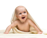 La neonata sta nascondendosi sotto l'asciugamano Fotografia Stock Libera da Diritti