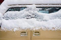 Hielo y nieve en el coche Foto de archivo libre de regalías