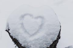 La neve bianca con annega la forma del cuore Immagine Stock Libera da Diritti