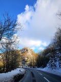 La neve e le nuvole fotografie stock libere da diritti