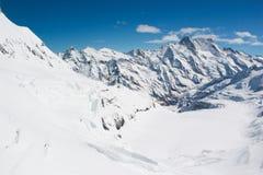 La neve ha ricoperto la montagna svizzera delle alpi a Jungfrau, Svizzera Immagine Stock