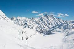 La neve ha ricoperto la montagna svizzera delle alpi a Jungfrau, Svizzera Fotografia Stock