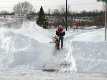 La neve pulisce, una bufera di neve di 2011 Immagini Stock