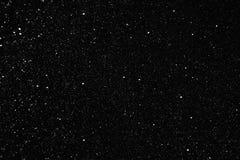 La neve si sfalda immagine sul nero Fotografia Stock