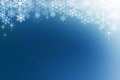 La neve si sfalda sul fondo astratto blu di mezzanotte dell'inverno Fotografia Stock