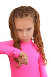 La niña en vestido rosado pone el pulgar abajo Fotografía de archivo libre de regalías