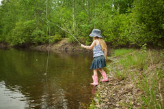 La niña está pescando Foto de archivo libre de regalías