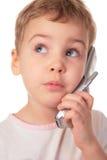 La niña habla en el teléfono del chell Foto de archivo libre de regalías