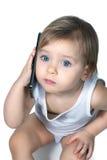 La niña linda está hablando en smartphone Foto de archivo libre de regalías