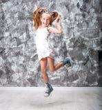 La niña linda salta Imágenes de archivo libres de regalías