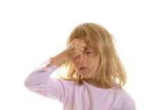 La niña tiene dolor de cabeza Imagen de archivo libre de regalías